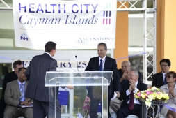Gene Thompson and Dr Shetty at Health City Cayman Islands Grand Opening (2)